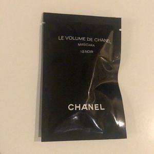 Travel size CHANEL mascara